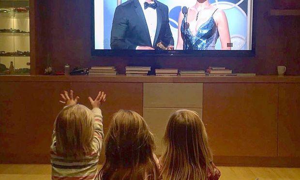 Golden Globes: Παρακολουθώντας τον διάσημο μπαμπά τους από το σπίτι