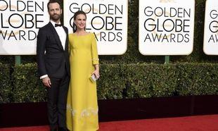 Η εγκυμονούσα Natalie Portman αποτίει φόρο τιμής στην Jackie Kennedy με αυτό το φόρεμα