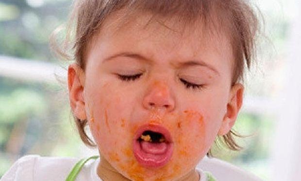 Γνωρίζετε τι πρέπει να κάνετε όταν το παιδί σας πνίγεται από φαγητό; Δείτε το βίντεο