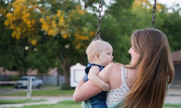 Δε θα πιστέψετε γιατί κρατάμε τα μωρά αγκαλιά από την αριστερή πλευρά!
