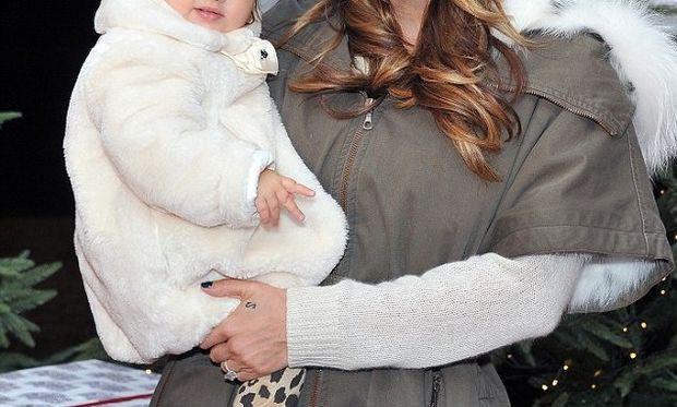 Η διάσημη μαμά συνεχίζει να θηλάζει την 3 ετών κόρη της  (φωτογραφία)