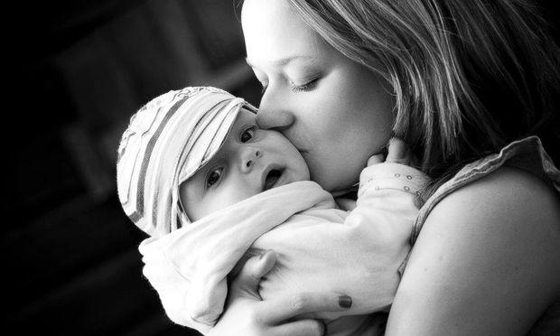 Ψυχολογία μωρού: Δώστε στο μωρό σας ανεξάντλητη αγάπη και άπειρες αγκαλιές