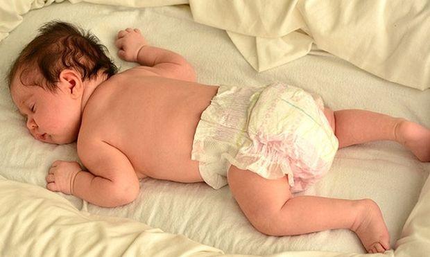 Είναι ασφαλές να κοιμάται το μωράκι σας μπρούμυτα;
