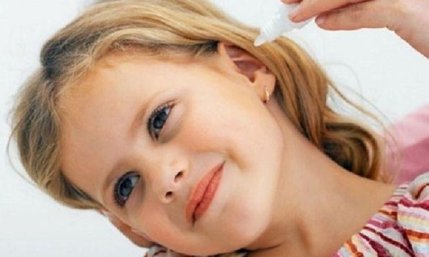 Υγρό στο αυτί του παιδιού: Ποια είναι τα προειδοποιητικά σημάδια και πώς αντιμετωπίζεται