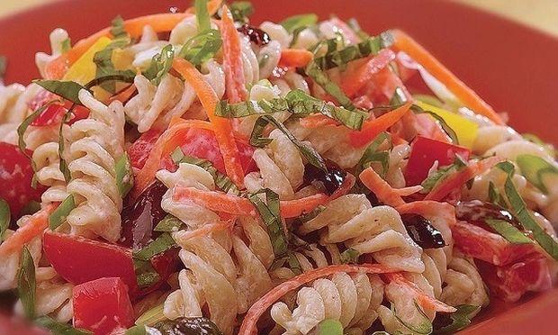 Μακαρονοσαλάτα με γιαούρτι και λαχανικά