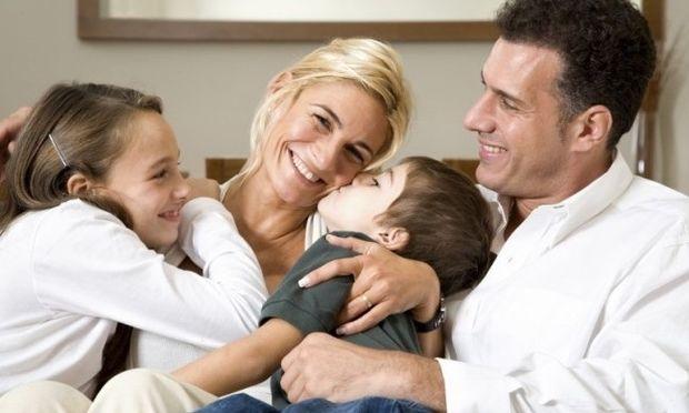 Γιορτάστε την Παγκόσμια Ημέρα Αγκαλιάς ...αγκαλιά με την οικογένειά σας!