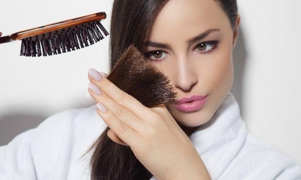 Λίγες απλές κινήσεις θα σε απαλλάξουν από την ψαλίδα στα μαλλιά!