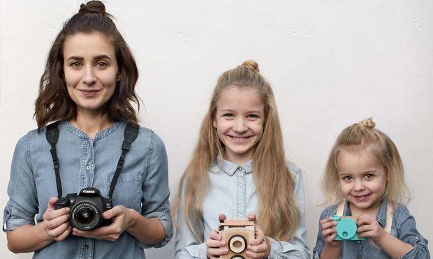 Αυτή η μαμά έχει ξετρελάνει το Instagram, μαζί με τις 2 κόρες της και αυτός είναι ο λόγος