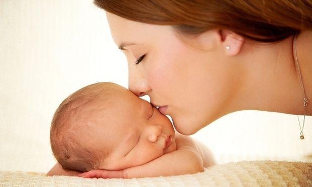 Νέα μαμά σε κρίση ταυτότητας: 3 τρόποι για να την ξεπεράσεις