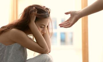 Αναγνωρίστε έγκαιρα τα συμπτώματα της επιλόχειας κατάθλιψης