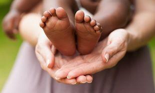 Γιατί περιμένει ακόμα και χρόνια ένα ζευγάρι για να υιοθετήσει ένα παιδί; Διότι δεν υπάρχουν «επιθυμητά» παιδιά