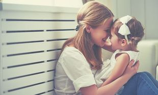 Πόσο σημαντική είναι η αγκαλιά, για τη σωστή ανάπτυξη του παιδιού;