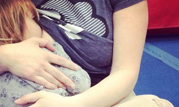 Ο θηλασμός μειώνει τον κίνδυνο παιδικής λευχαιμίας