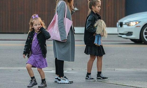 Γνωστή ηθοποιός απόλαυσε το σαββατοκύριακο με τις κόρες της (εικόνες)