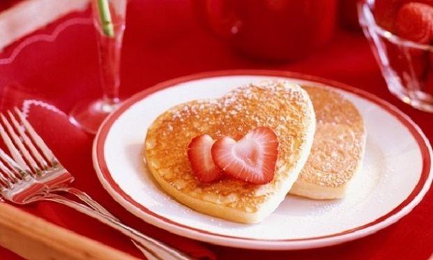 5 ιδέες για πρωινό που μπορείτε να φτιάξετε ανήμερα του Αγίου Βαλεντίνου