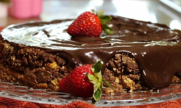 Συνταγή για το πιο νόστιμο, τεμπέλικο, σοκολατένιο κέικ χωρίς ψήσιμο!