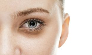 5 τροφές που βοηθάνε να εξαφανιστούν οι μαύροι κύκλοι στα μάτια