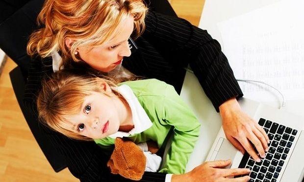 Αποτέλεσμα εικόνας για παιδι μαζι στην δουλεια