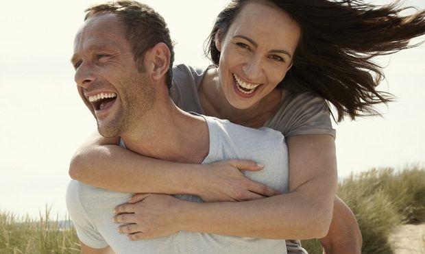 Ο γάμος μειώνει τα επίπεδα κορτιζόλης σε άνδρες και γυναίκες