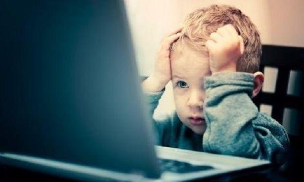 """Τι είναι το """"ψηφιακό δράμα"""" και πώς μπορούμε να προφυλάξουμε το παιδί μας"""