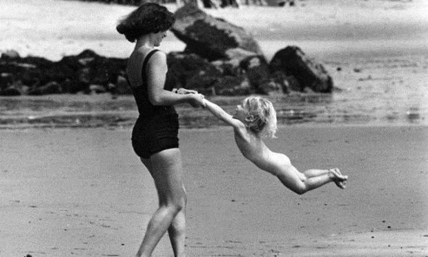 40 φωτογραφίες που αποτυπώνουν τη μητρότητα 50 χρόνια πριν