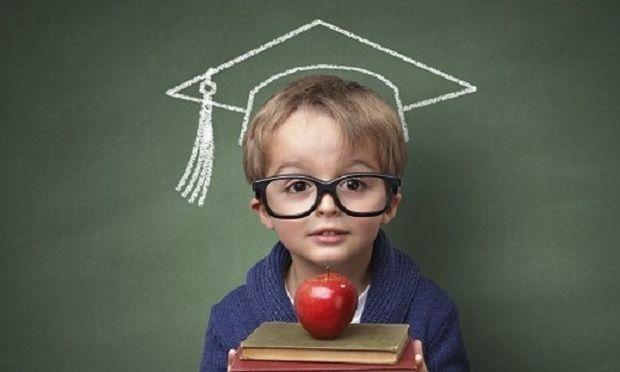 30 φράσεις που μπορείτε να πείτε στο παιδί σας αντί για «Είσαι πολύ έξυπνος»