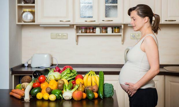 Υγιεινή διατροφή: Τα top 5 φρούτα και λαχανικά που οι έγκυες γυναίκες πρέπει να τρώνε