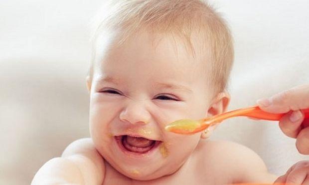 Έξυπνοι τρόποι εισαγωγής στέρεων τροφών στη διατροφή του μωρού