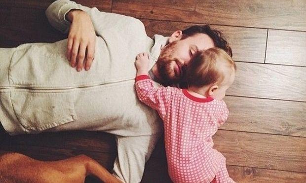 9 τρόποι που ένας μπαμπάς μπορεί να βοηθήσει τη γυναίκα του όταν θηλάζει