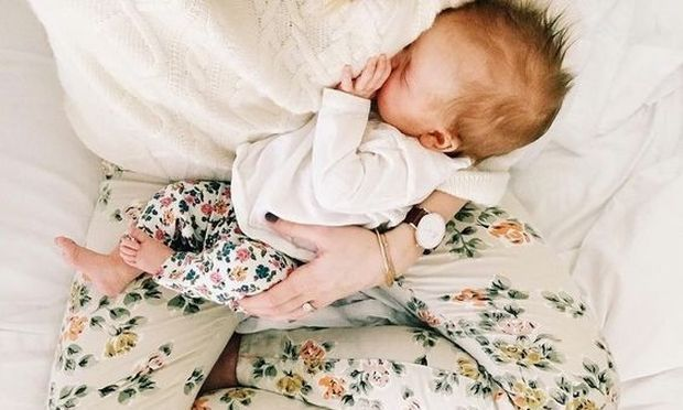 7 πράγματα που χρειάζεται πραγματικά μια μαμά από εσάς μόλις γυρίσει σπίτι  με το νεογέννητο 326cb6633de