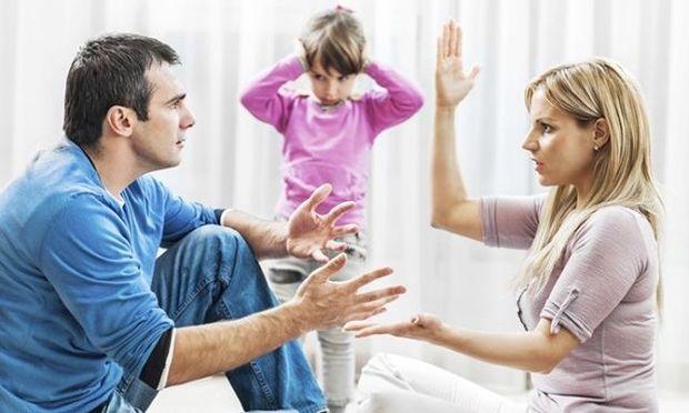 Τι πρέπει να αποφύγετε να κάνετε μπροστά στα παιδιά