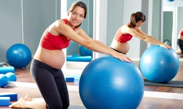 Άσκηση στην εγκυμοσύνη: 3 εύκολες ασκήσεις για κάθε τρίμηνο