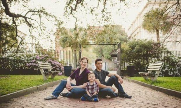 Αυτό το ζευγάρι έχει λόγο που κάθε χρόνο βγάζει μια οικογενειακή φωτογραφία