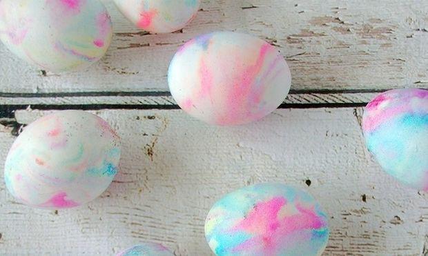 Βάψτε τα αυγά σας με σαντιγί και χρώματα ζαχαροπλαστικής