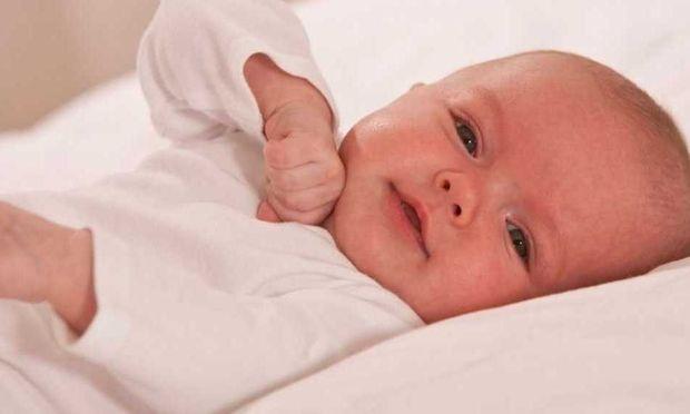 Μωρό 1 μήνα: Τι μπορείτε να παίξετε μαζί του
