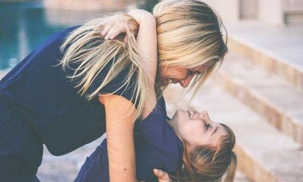 Πόσο συχνά αγκαλιάζετε το παιδί σας;
