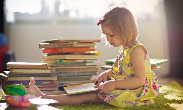 Όταν το παιδί θέλει να διαβάζει ξανά και ξανά το ίδιο βιβλίο- Ποιο είναι το όφελος;