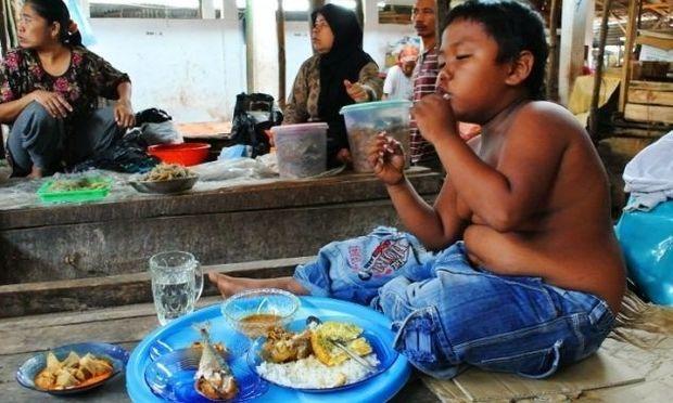 Το 2χρονο αγόρι που κάπνιζε 40 τσιγάρα την ημέρα, μεγάλωσε- Δείτε πώς είναι σήμερα