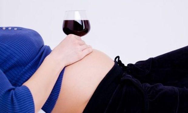 Εγκυμοσύνη και αλκοόλ: Ούτε ένα ποτηράκι...