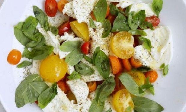 Σαλάτα caprese: Λίγα υλικά, μεγάλη νοστιμιά