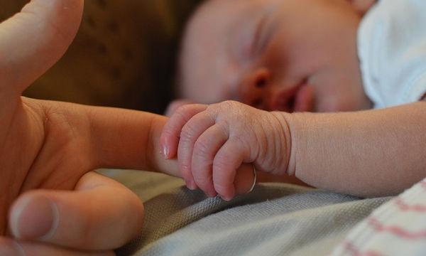 Γνωρίζετε ποια σημάδια έχουν τα μωρά από τη γέννηση;