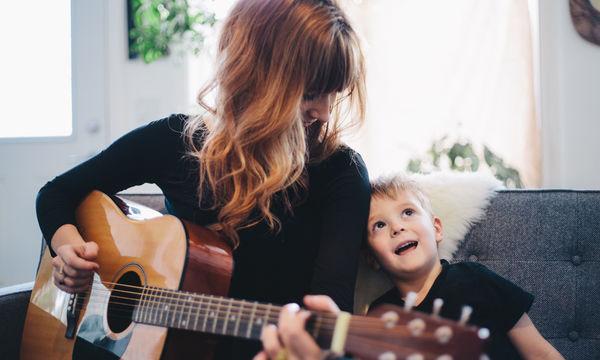 10 τραγούδια αφιερωμένα στη μητέρα