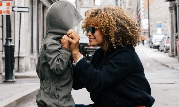 5 λόγοι που δεν σιχαίνομαι πια τη Γιορτή της Μητέρας, παρόλο που είμαι χωρισμένη με παιδί