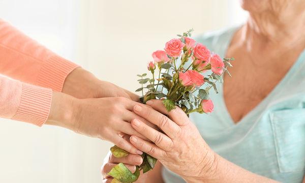 Στη Γιορτή της Μητέρας, μην ξεχάσετε τη γιαγιά!
