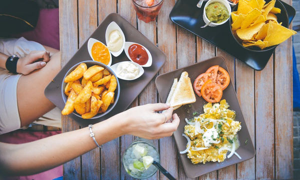 H κακή διατροφή στην εφηβεία γερνάει τον εγκέφαλο