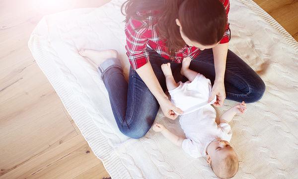 Πέντε εύκολοι τρόποι για να ντύσετε το μωρό σας