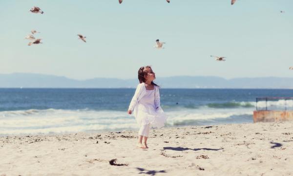 Πού θα κολυμπήσετε άφοβα στην Αττική: Αυτές είναι οι παραλίες με Γαλάζια Σημαία