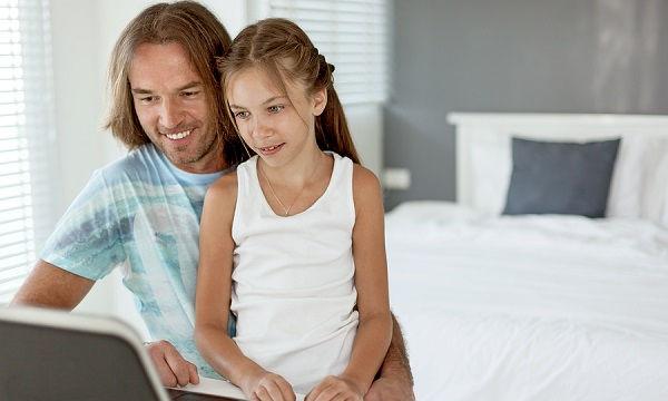 Απολαύστε το ίντερνετ μαζί με τα παιδιά σας - Μόνο έτσι θα τα προστατεύσετε