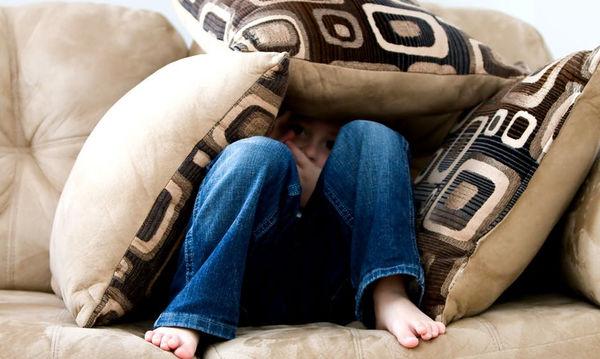 Τι να κάνετε αν το παιδάκι σας μαρτυράει τα αδελφάκια ή τους φίλους του