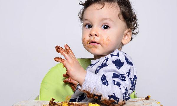 Μωρό που πετάει φαγητό; 5 τρόποι να αντιμετωπίσετε την κατάσταση